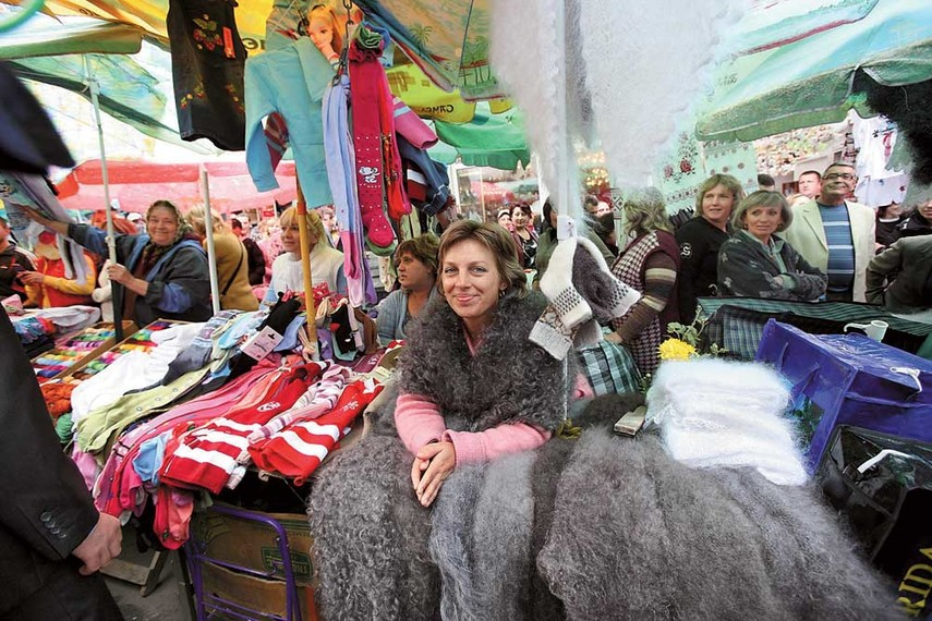 В городе работает 39 рынков и 23 торговых площадки. Ярлик «базарного міста»  переслідує Хмельницький ... 1e151fe9d74f6