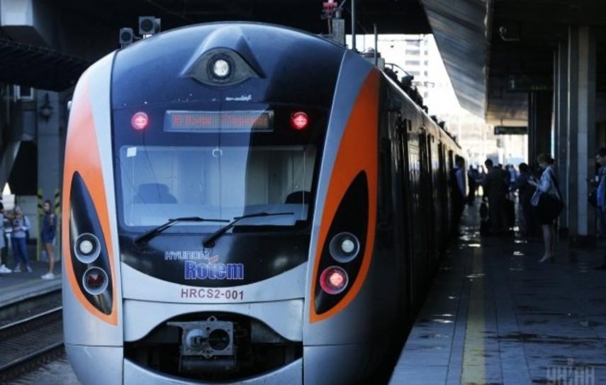 CУкраины начнут курсовать новые поезда вЕвропу