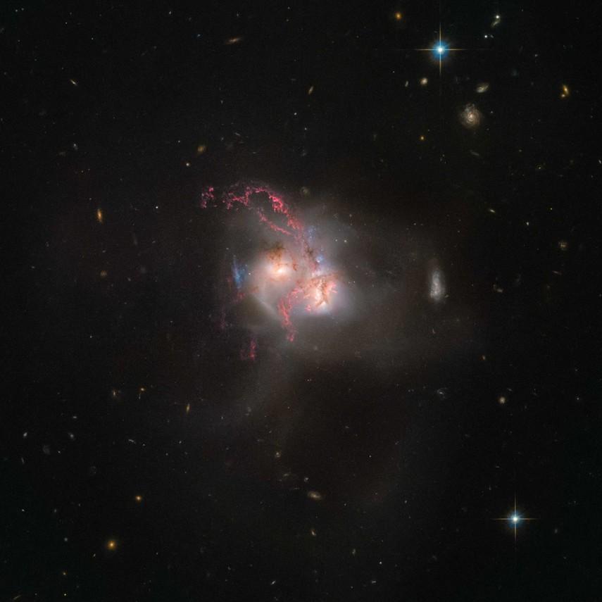 NASA показало объединение 2-х галактик