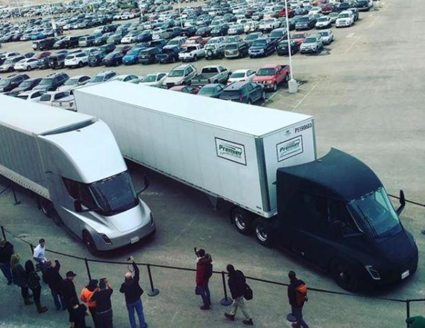 Беспилотные электрические грузовики Tesla перевезли первый груз