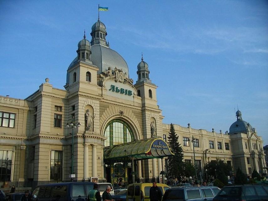 ВоЛьвове заминировали железнодорожный вокзал— Массовая эвакуация