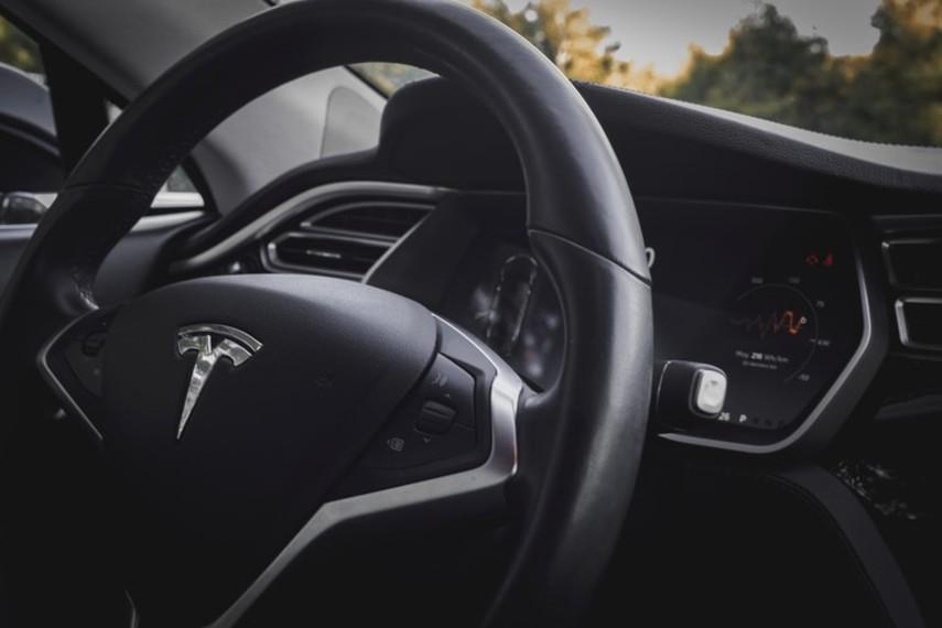 Продажи Tesla сильно упали