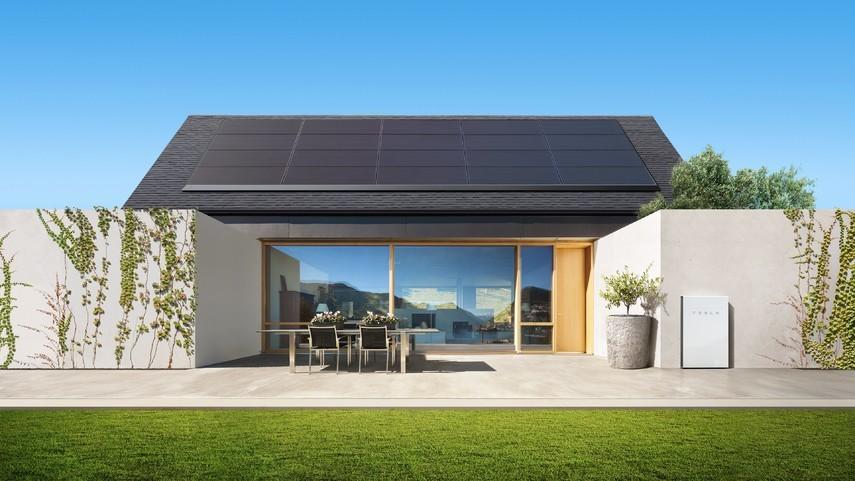 Walmart подал в суд на Tesla из-за возгораний солнечных батарей ее производства
