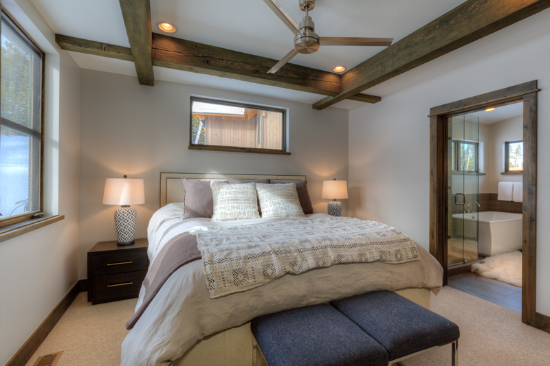 800x533_Quality97_w-Homestead-16-Claim-Jumper-master-bedroom2