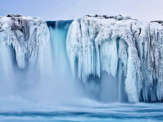 vodopad zimoy