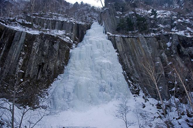 vodopad zimoy3