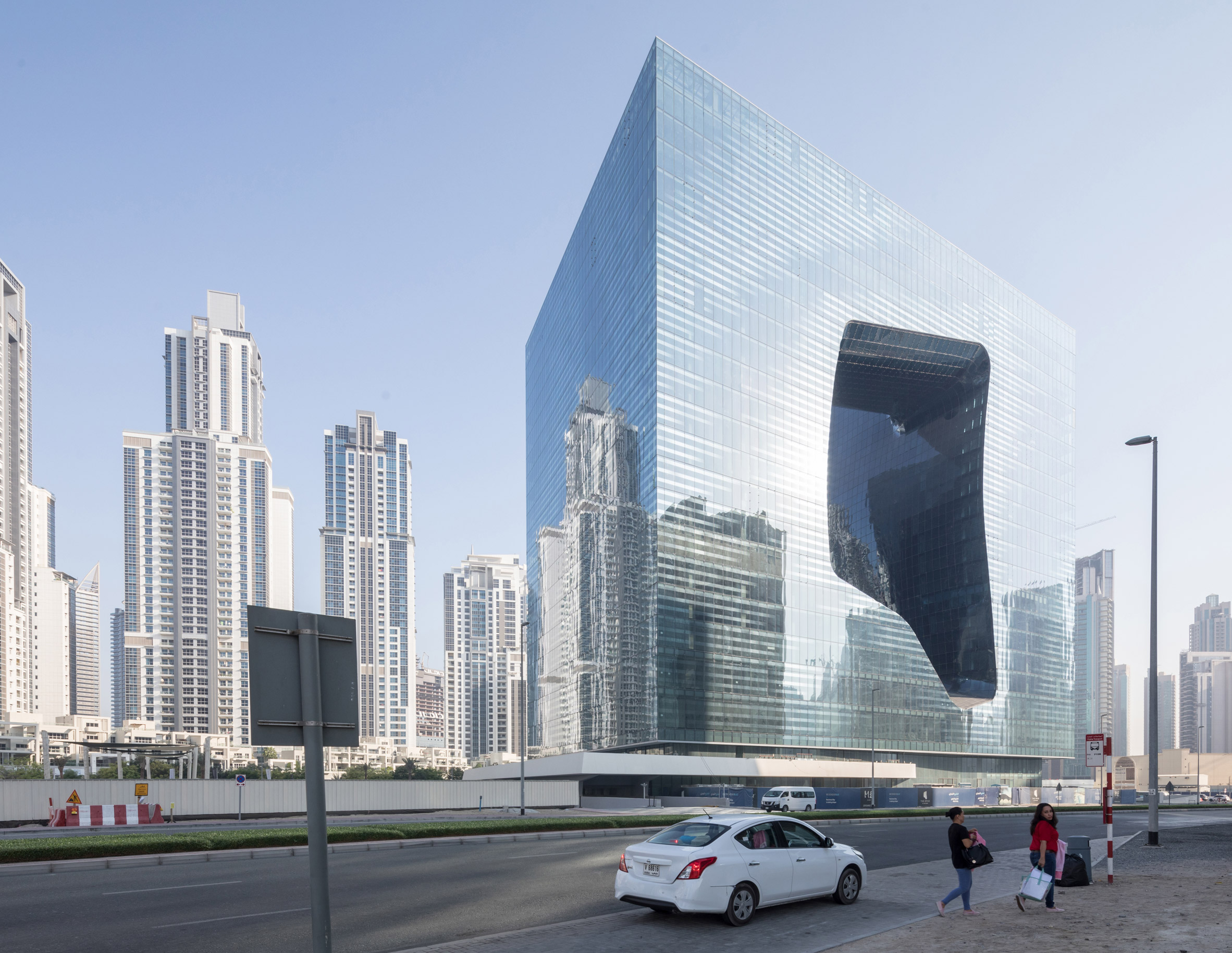 opus-dubai-zaha-hadid-architects-zha-architecture-hotel-photo-laurian-ghinitoiu_dezeen_2364_col_0